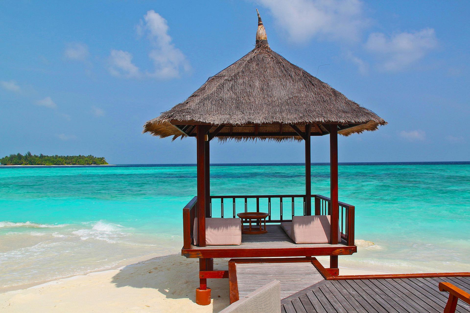 beach hut 237489 1920